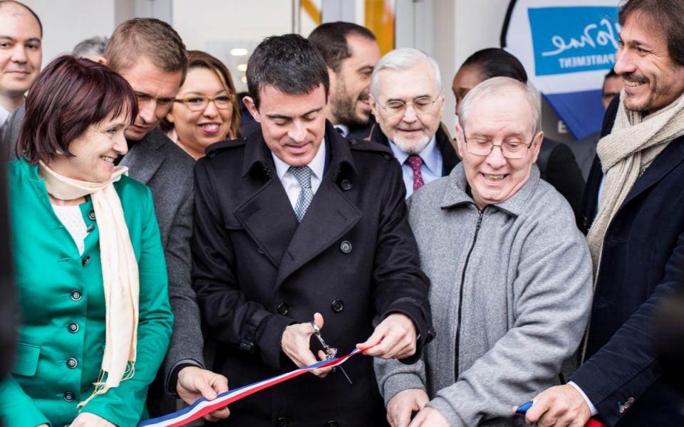 Manuel Valls lors de l'inauguration de l'Ehpad à Courcouronnes