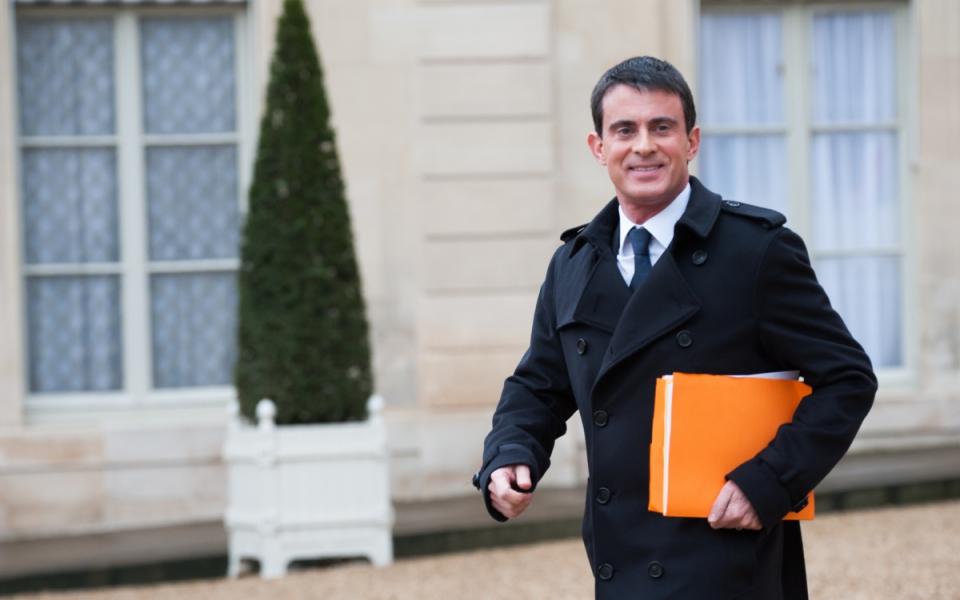 Manuel Valls sortant de la conférence de presse sur le projet de loi pour la croissance et l'activité