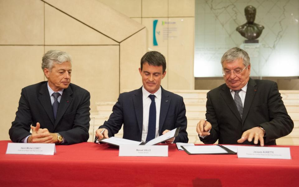 Manuel Valls, Henri-Michel Comet, préfet des Pays-de-la-Loire et Loire-Atlantique, et Jacques Auxiette, président de la région Pays-de-la-Loire