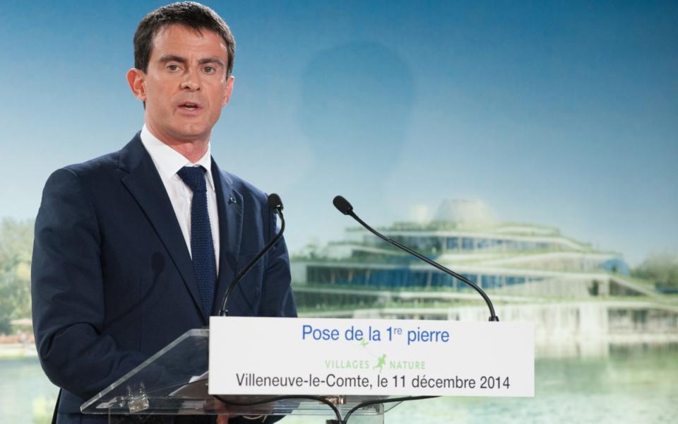 """Manuel Valls lors de la pose de la première pierre du """"Village nature"""""""