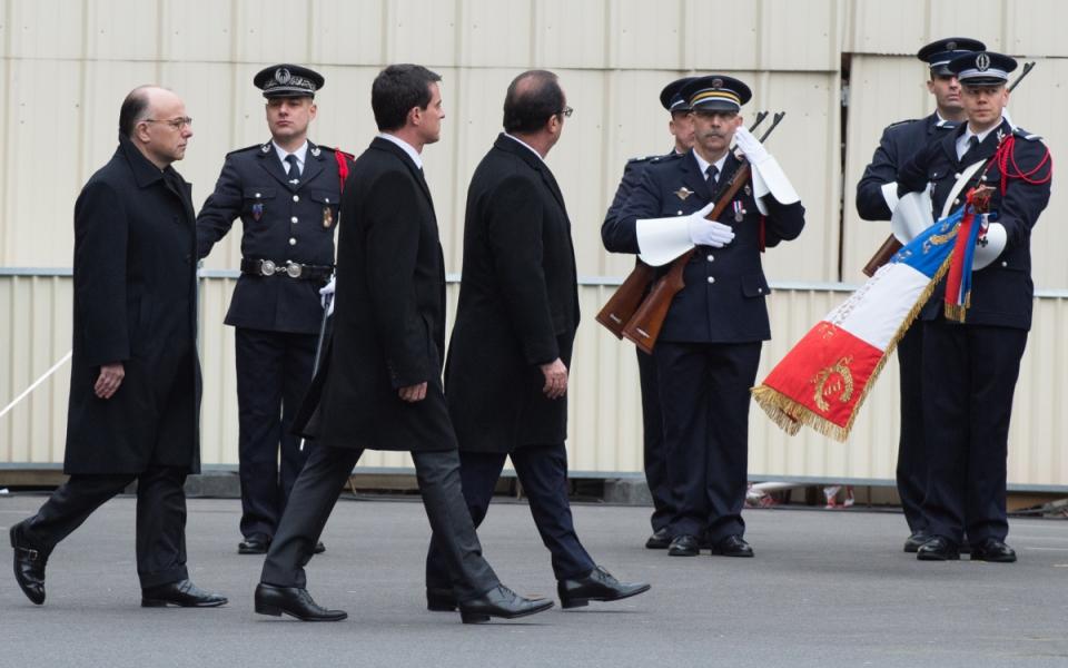 Le président de la République, Manuel Valls et Bernard Cazeneuve lors de la cérémonie d'hommage solennel aux trois policiers victimes des attentats