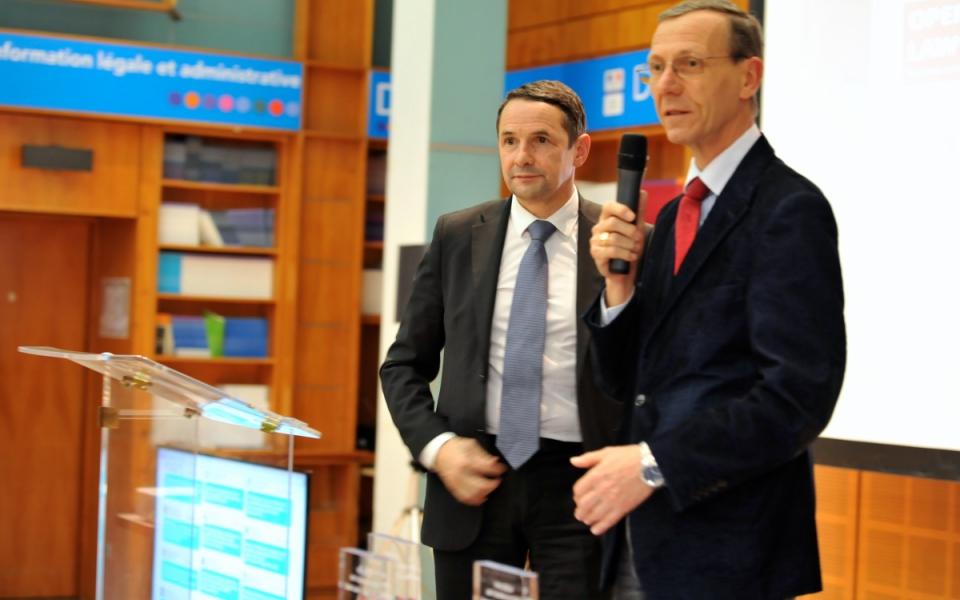 Thierry Mandon et Didier François, directeur adjoint de l'information légale et administrative et président du jury du prix DILA de l'accès au droit