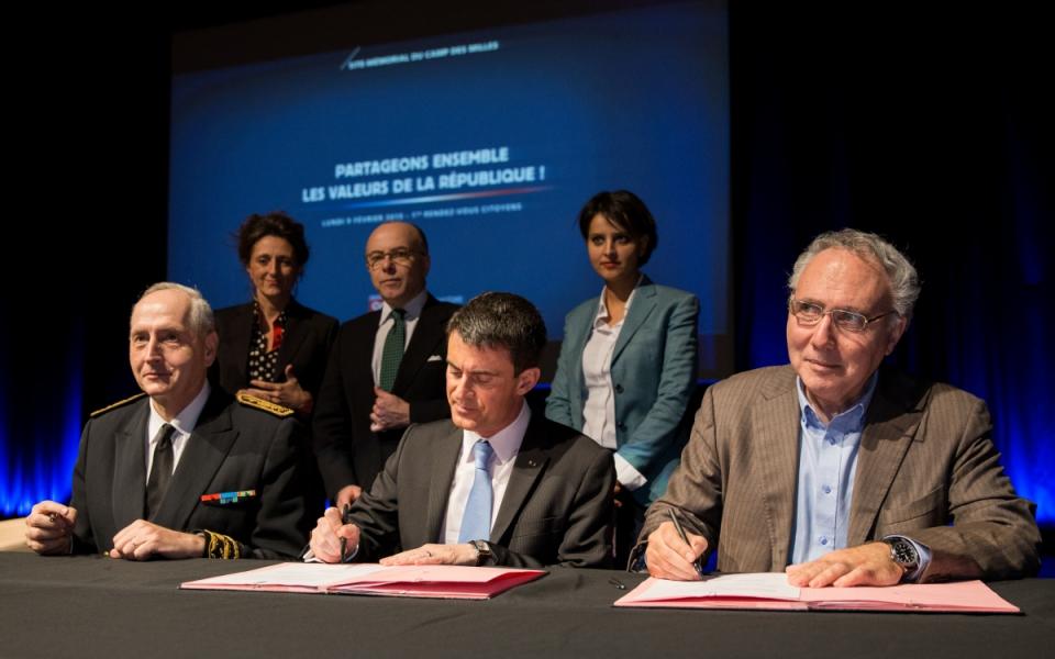 Signature de la convention entre l'Etat et le camp des Milles, sur les actions de sensibilisation et de prévention dans le domaine de la lutte contre les discriminations