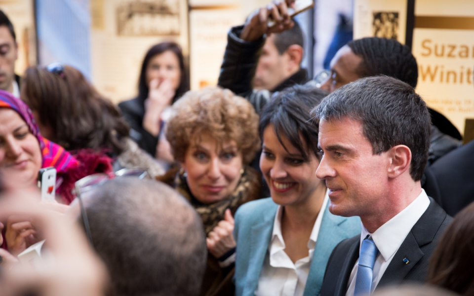 Manuel Valls et Najat Vallaud-Belkacem dans le quartier de Noailles