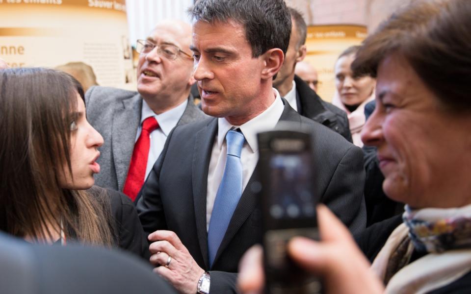 Manuel Valls dans le quartier de Noailles