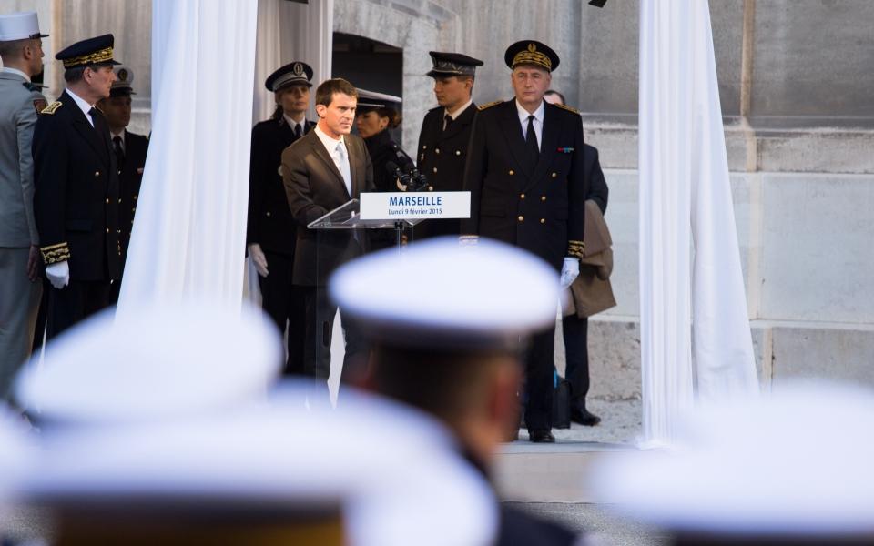 Le Premier ministre s'adresse aux forces de l'ordre