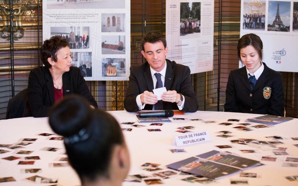 Dans le cadre du Pacte de cohésion sociale pour Marseille, le Premier ministre échange avec des acteurs du dispositif et des collégiens