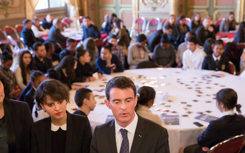 Manuel Valls, Najat Vallaud-Belkacem et Myriam El Khomri participent à une table ronde avec des collégiens, des lycéens et des enseignants