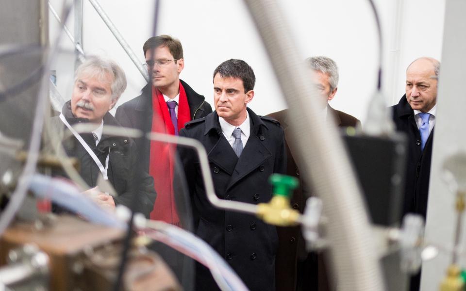 Manuel Valls et Laurent Fabius sur le site du GANIL (Grand Accélérateur National d'Ions Lourds) à Caen