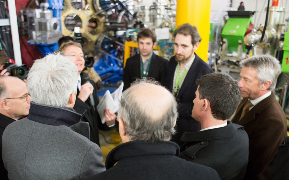 Manuel Valls, Laurent Fabius et Bernard Cazeneuve sur le site du GANIL (Grand Accélérateur National d'Ions Lourds) à Caen