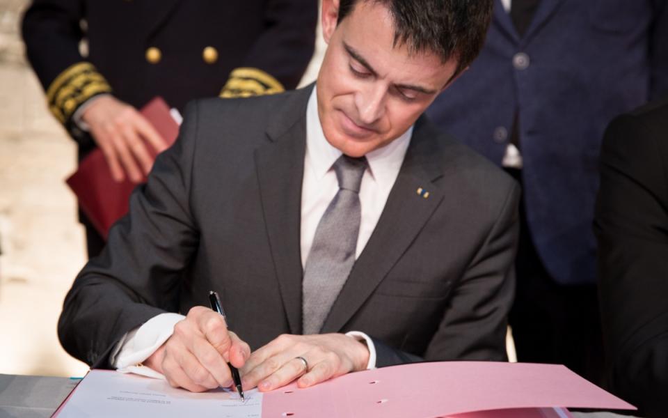 Manuel Valls signe les CPER et le CPIER au Grenier à sel à Honfleur