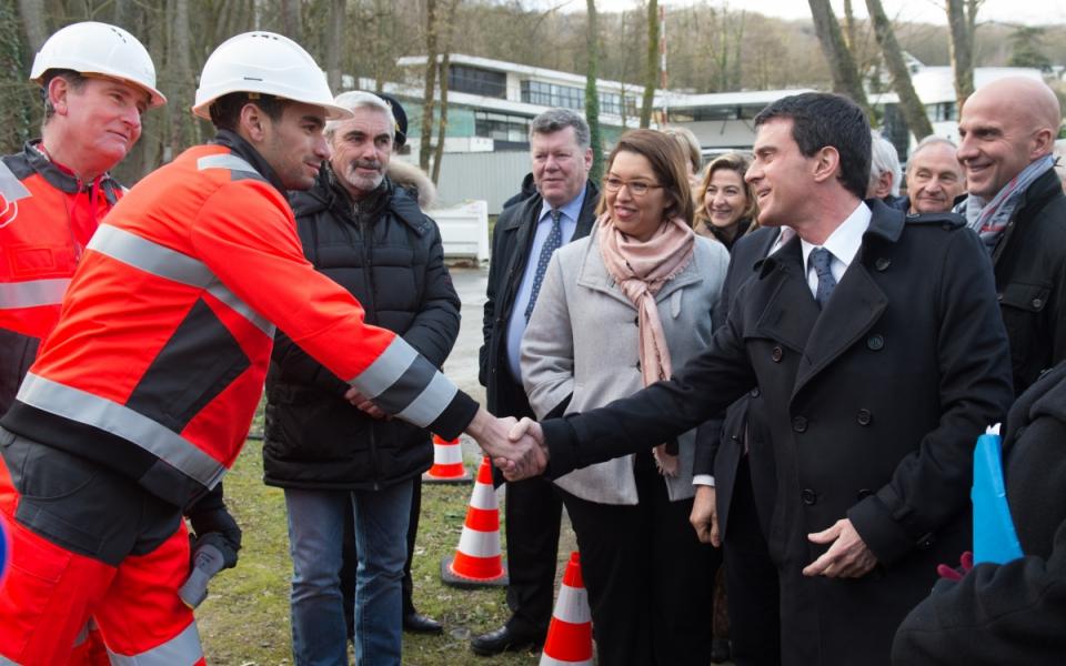 Manuel Valls lors de la visite du campus de formation Veolia