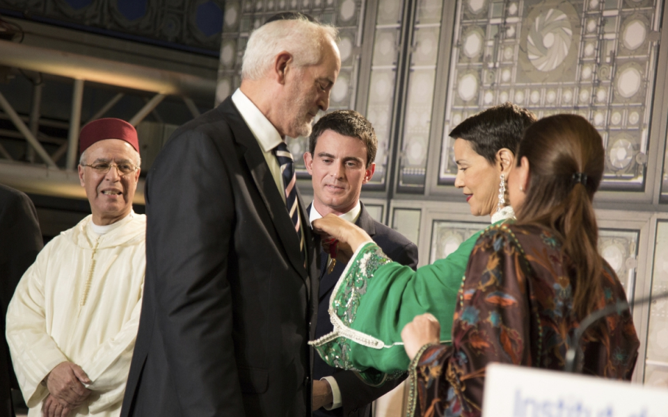 Michel Serfaty, rabbin de Ris-Orangis et la princesse Lalla Meryem du Maroc lors de la cérémonie de remise de décorations