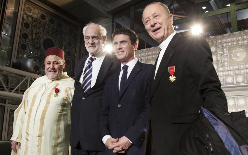 Manuel Valls avec Khalil Merroun, recteur de la mosquée d'Evry, Michel Serfaty, rabbin de Ris-Orangis, et Michel Dubost, évêque d'Evry