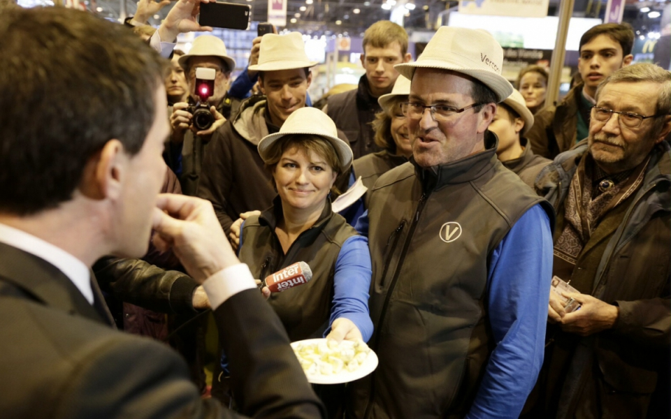 Manuel Valls lors de sa visite au Salon international de l'agriculture