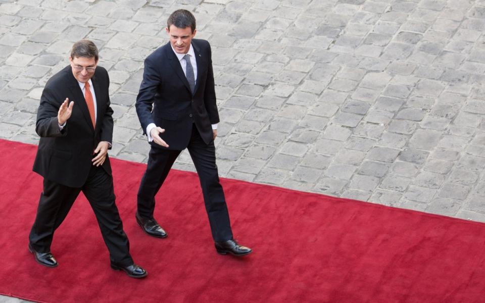 Manuel Valls accueille Bruno Eduardo Rodríguez Parrilla, ministre des Relations extérieures de la République de Cuba, à l'Hôtel de Matignon