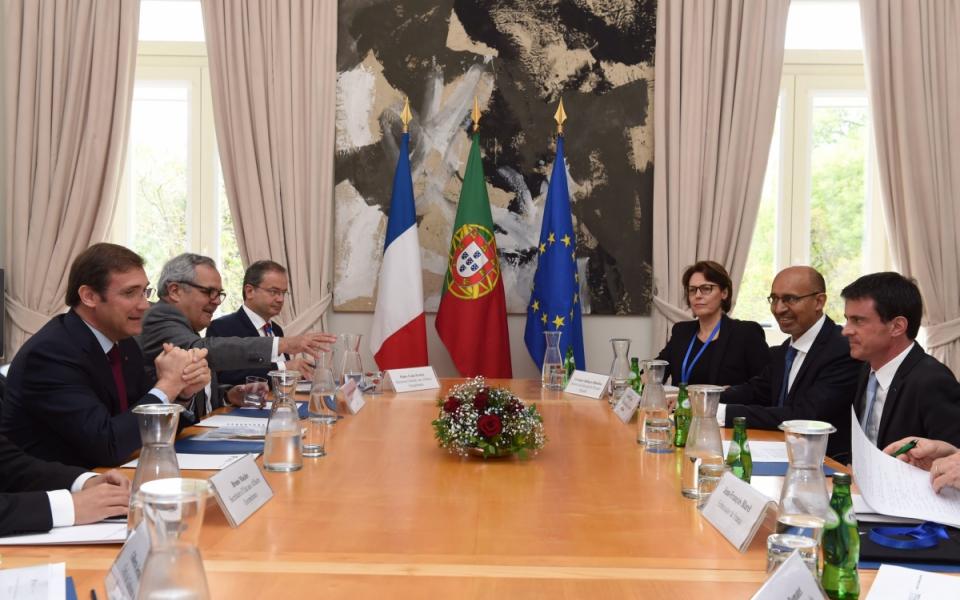 Réunion avec notamment Manuel Valls et Pedro Passos Coelho, Premier ministre portugais, en présence de Harlem Désir, secrétaire d'État aux Affaires européennes