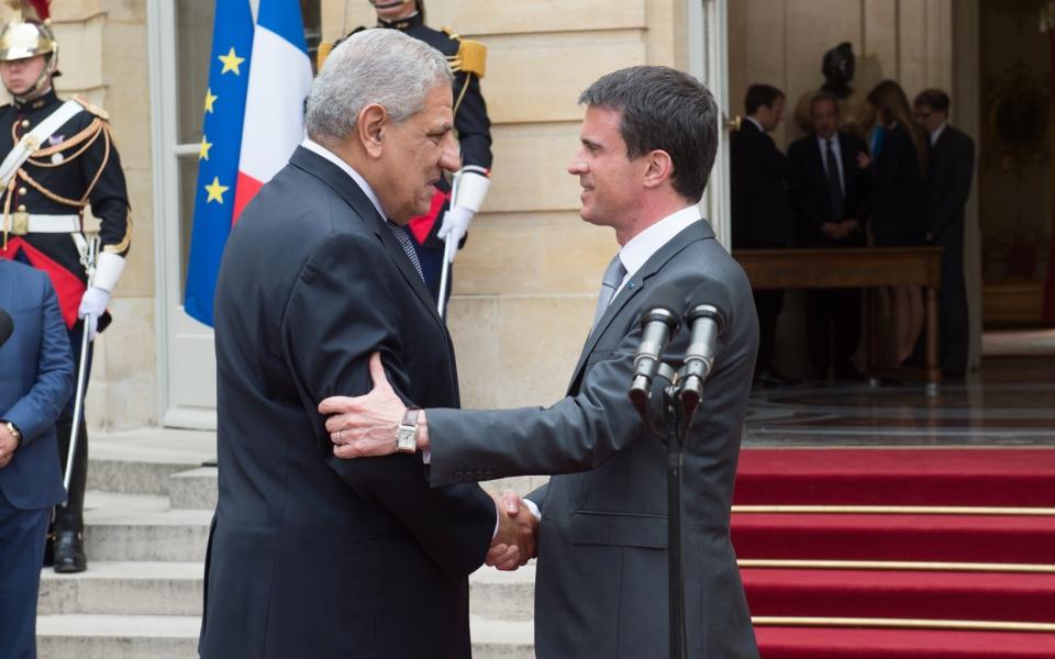Manuel Valls et Ibrahim Mahlab, Premier ministre de la République arabe d'Égypte, dans la cour de l'Hôtel de Matignon
