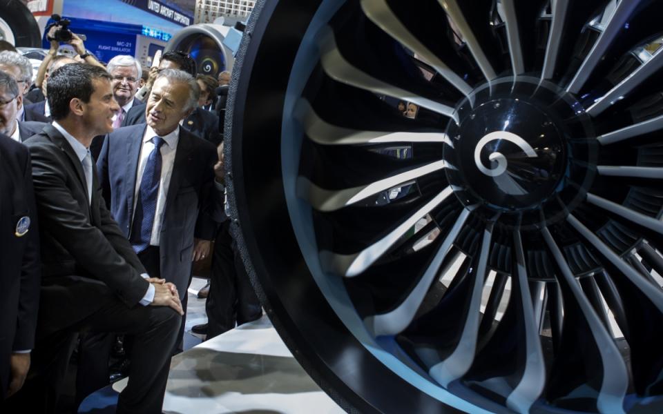 Manuel Valls visite le 51e Salon international de l'aéronautique et de l'espace du Bourget