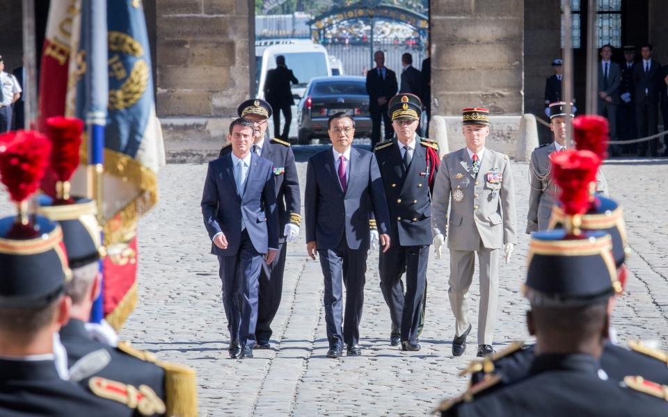 Manuel Valls accueille  Li Keqiang, Premier ministre de République populaire de Chine, à l'Hôtel national des Invalides