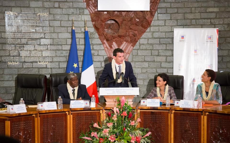 Manuel Valls au conseil départemental à Grande Terre