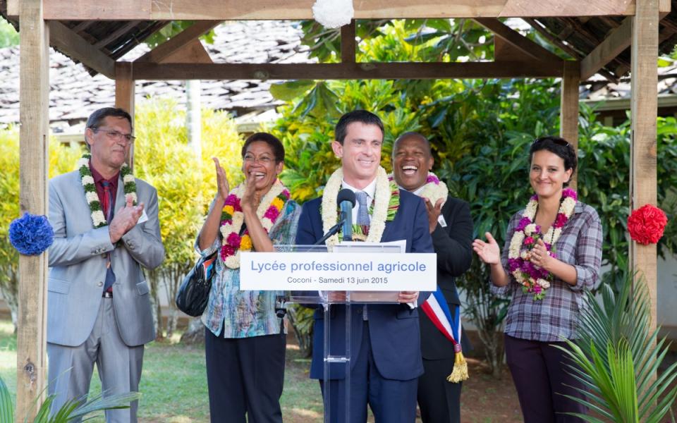 Manuel Valls prononce un discours au Lycée agricole de Coconi