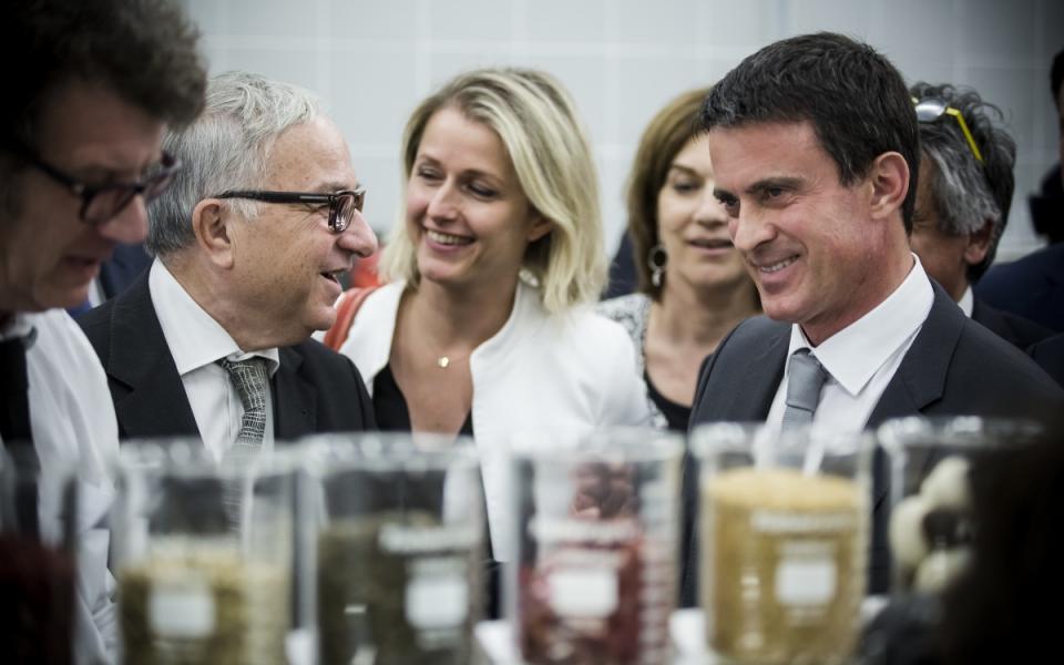 Manuel Valls visite le Centre de valorisation de glucides à Dury