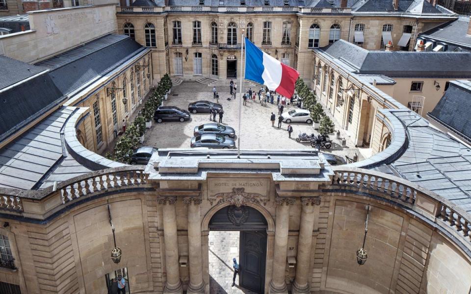 Vue de la cour de l'hôtel de Matignon