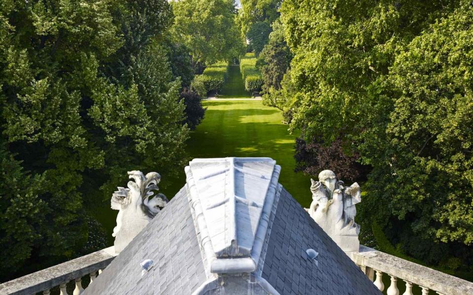 Vue du jardin de l'hôtel de Matignon depuis les toits