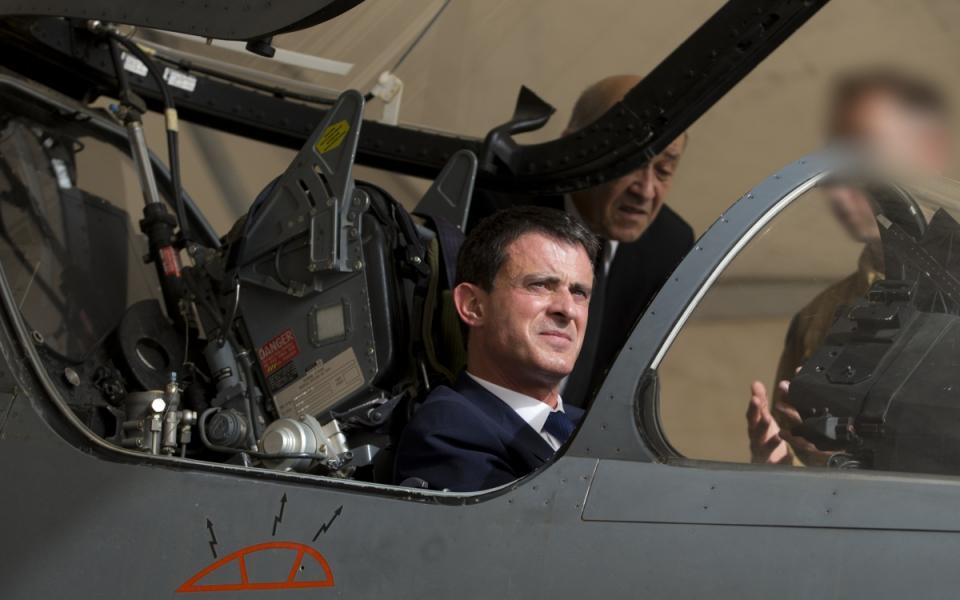 Manuel Valls a bord d'un Mirage français sur une base aérienne projetée de l'armée de l'air en Jordanie