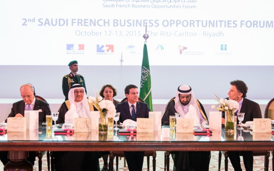Manuel Valls lors du Forum économique franco-saoudien à Riyad