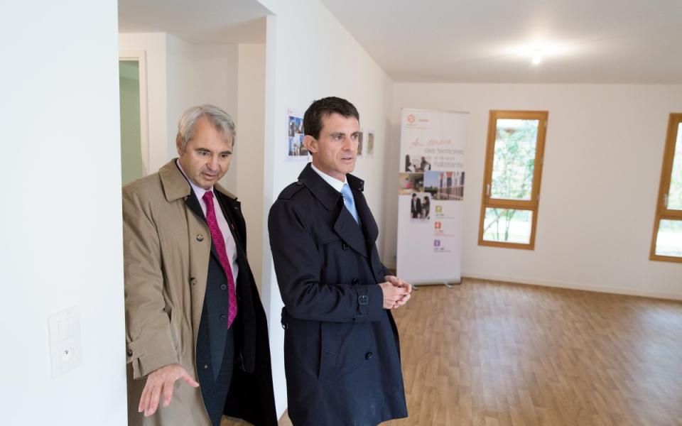 Manuel Valls visite un appartement témoin du quartier de la Vigne Blanche
