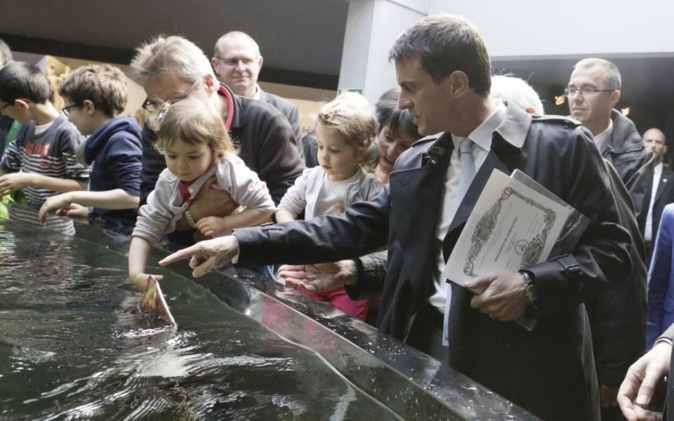Manuel Valls visite le Centre national de la mer