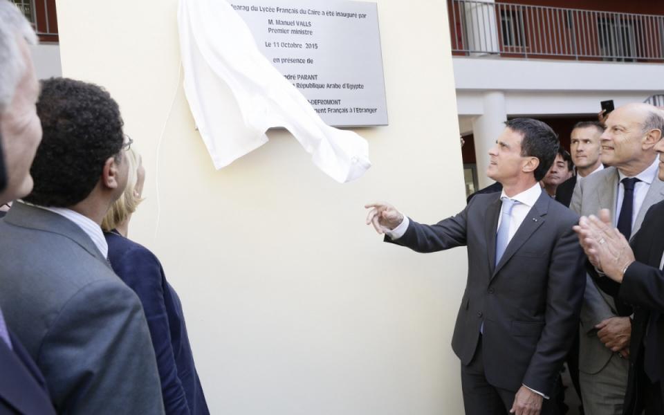 Manuel Valls dévoile la plaque du lycée français du Caire