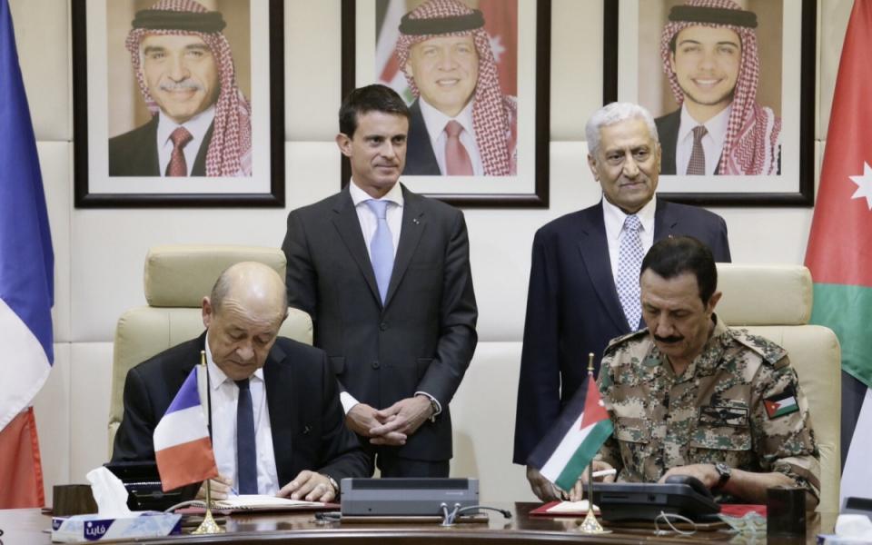 Manuel Valls lors de la signature d'accords avec Abdullah Ensour, Premier ministre de Jordanie