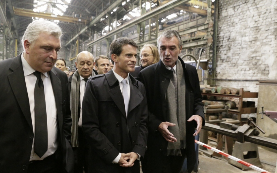 Manuel Valls visite le chantier naval de la Socarenam