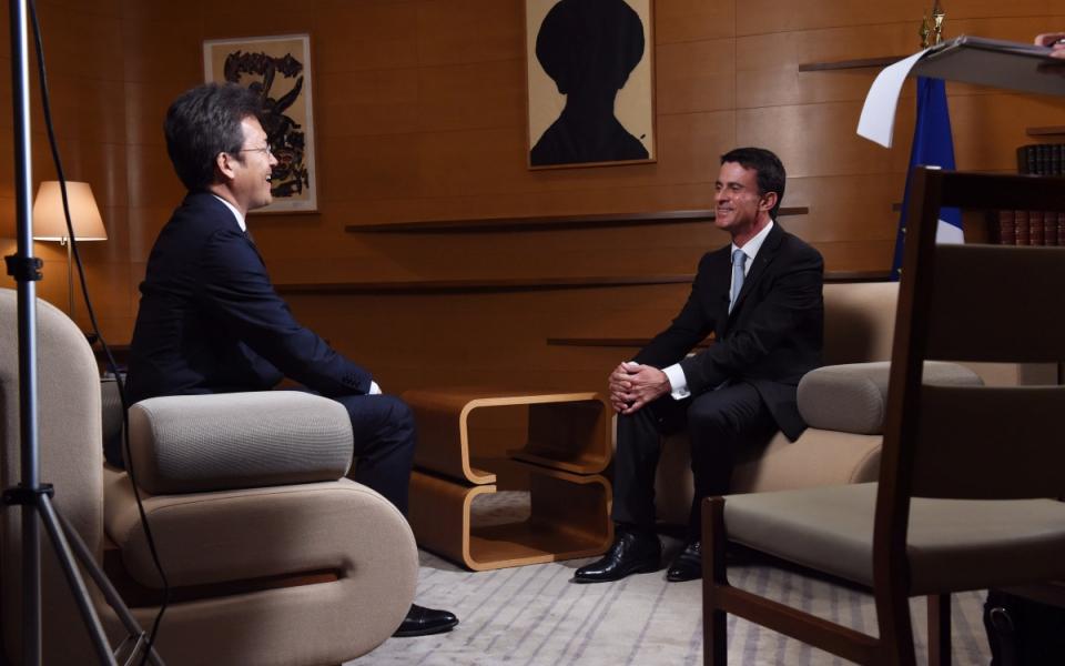 Manuel Valls lors de l'interview pour NHK
