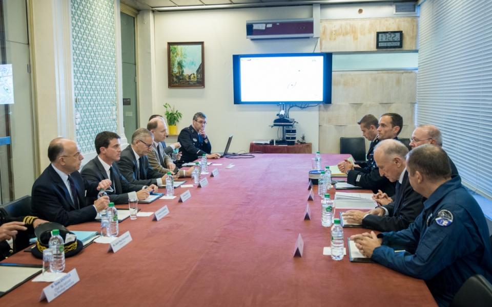 Rencontre de Manuel Valls avec les forces de l'ordre à la préfecture de l'Isère