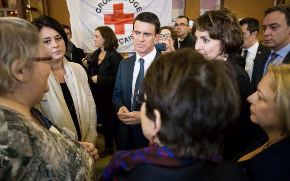 Manuel Valls rencontre les familles accueillies au Centre d'hébergement hivernal de la Croix-Rouge
