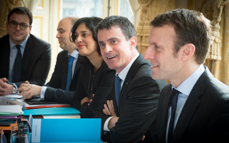 Manuel Valls, Myriam EL Khomri, ministre du Travail, de l'Emploi, de la Formation professionnelle et du Dialogue social, et Emmanuel Macron, ministre de l'Économie, de l'Industrie et du Numérique