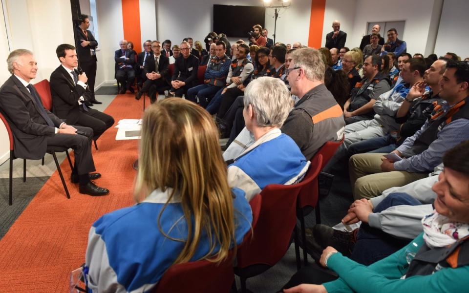 Manuel Valls échange avec les salariés d'Albany/Safran