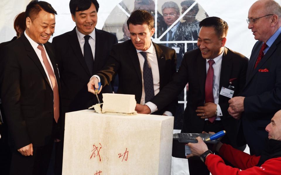 Manuel Valls pose la première pierre de l'entreprise de diodes d'INESA