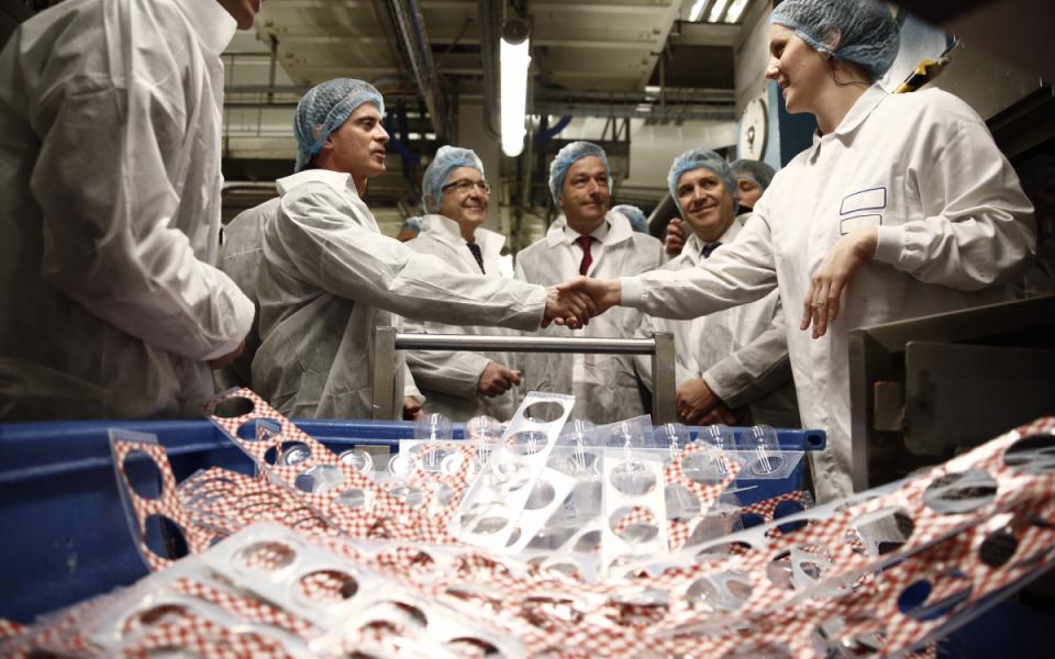 Manuel Valls rencontre les salariés de l'usine Novandie