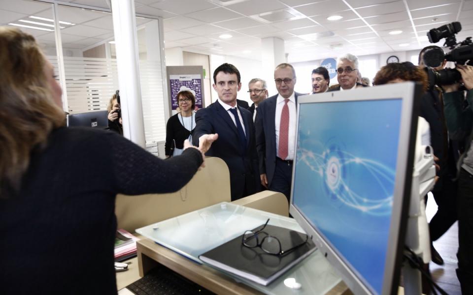 Manuel Valls visite l'agence Pôle Emploi de Saint-Jean-de-Braye