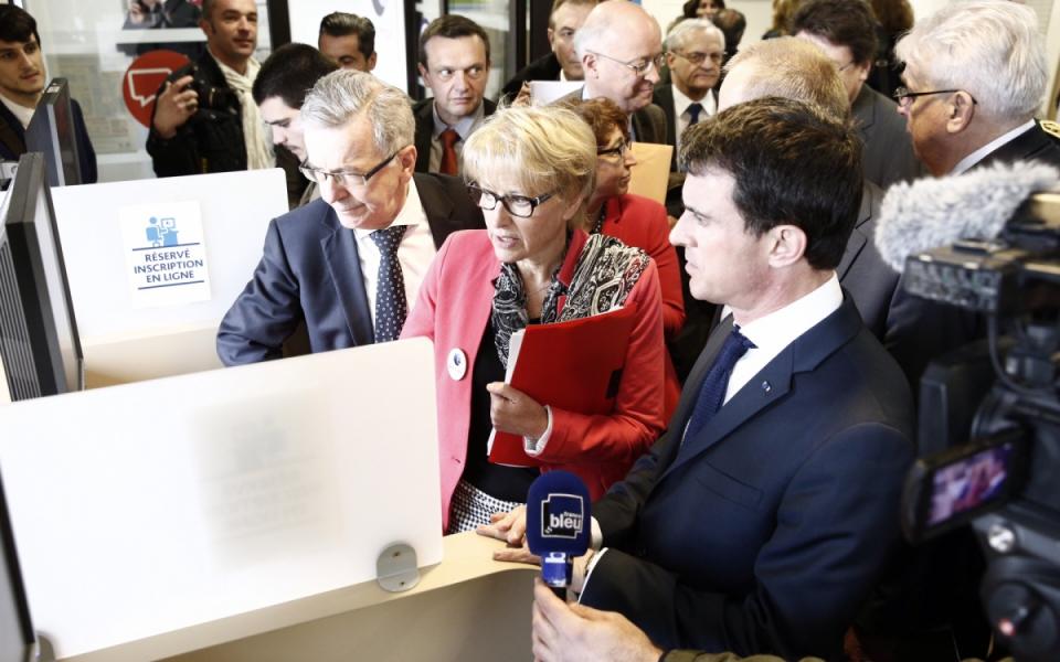 Présentation à Manuel Valls de l'évolution de l'offre de service numérique de Pôle Emploi