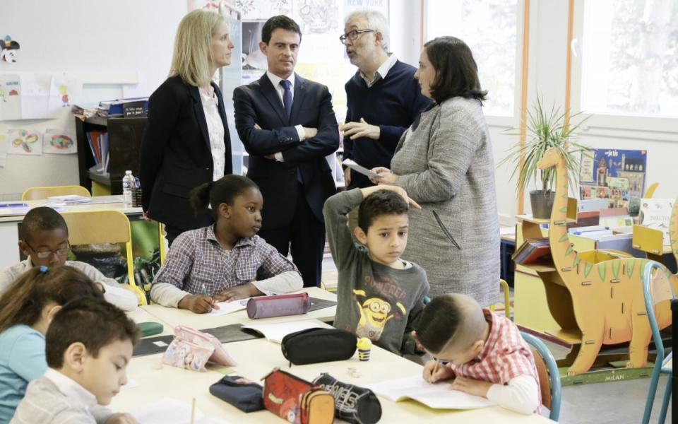 Manuel Valls rencontre les équipes éducatives en présence de Ségolène Neuville et Emmanuelle Cosse