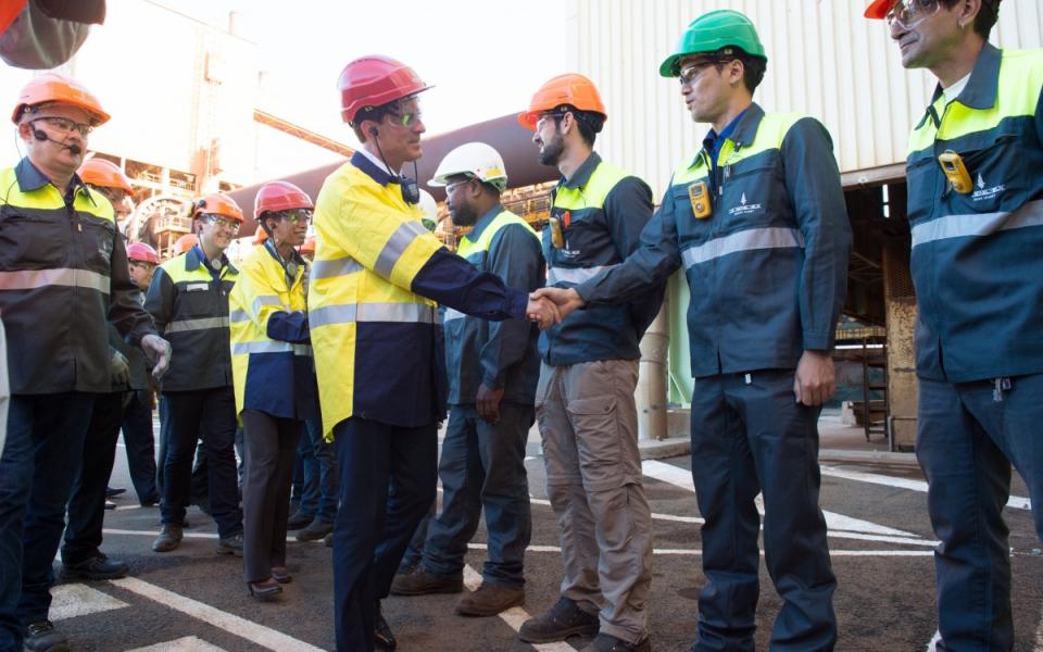 Manuel Valls rencontre les salariés de l'usine de la SLN