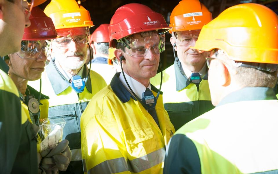 Manuel Valls visite l'usine de la SLN