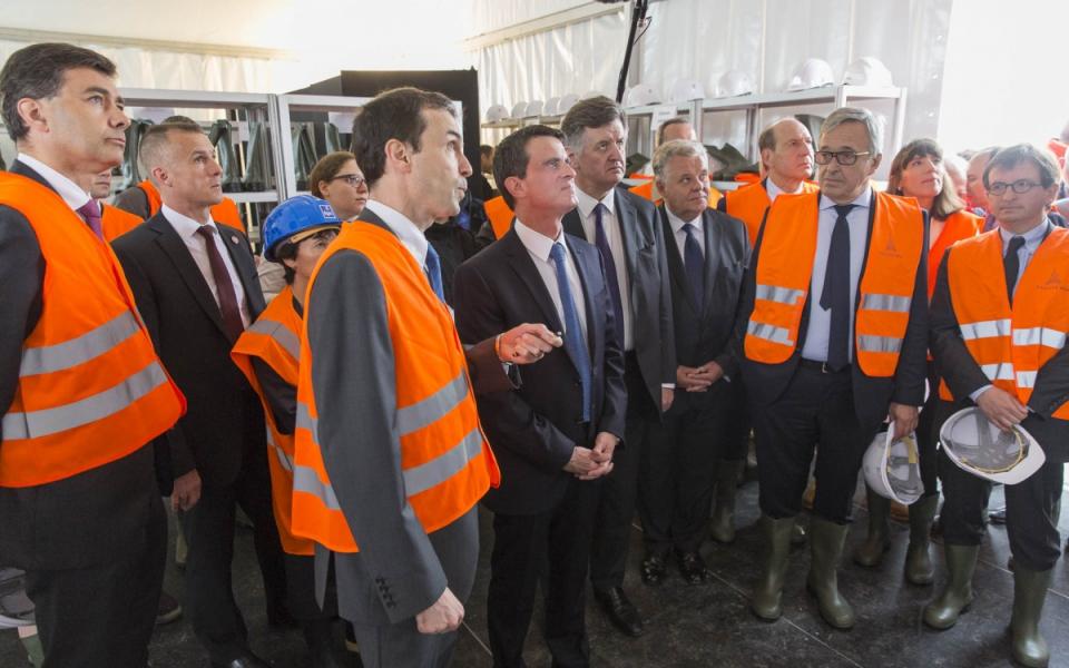 Présentation à Manuel Valls du projet du bâtiment de jonction reliant les aérogares Sud et Ouest de l'aéroport de Paris-Orly