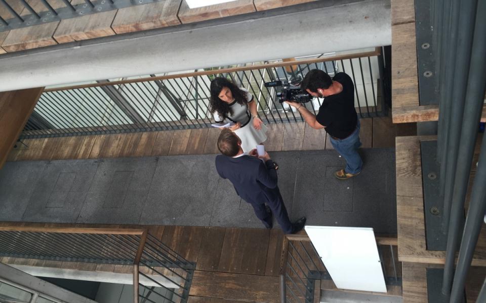 """Sur le tournage de """"Génération Apprenti(e)s"""" : interview de Céline, apprentie chef de projet marketing chez Air France-KLM"""
